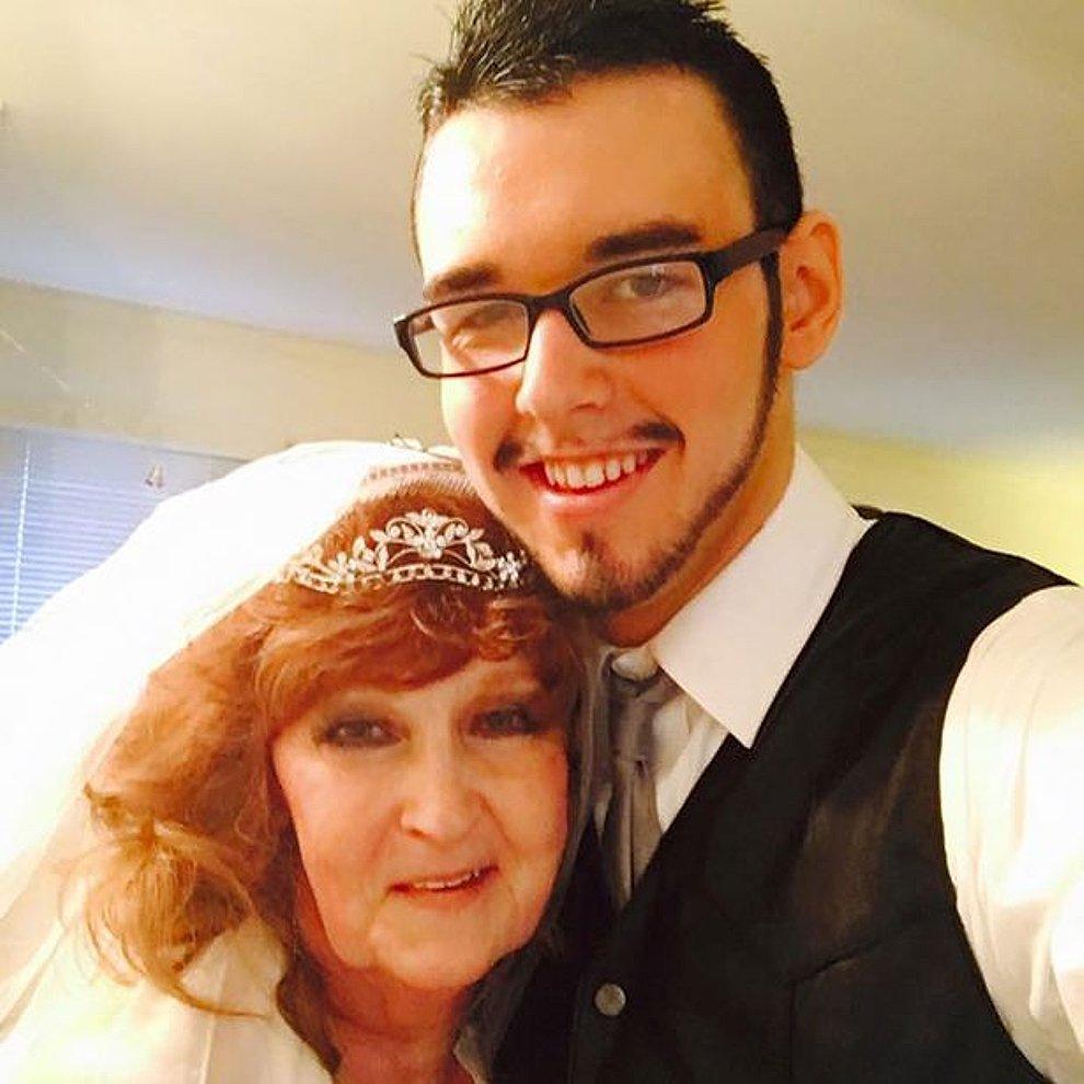 Resultado de imagen para Ella tiene 72 y afirma haber encontrado al amor de su vida en su esposo de 19 años