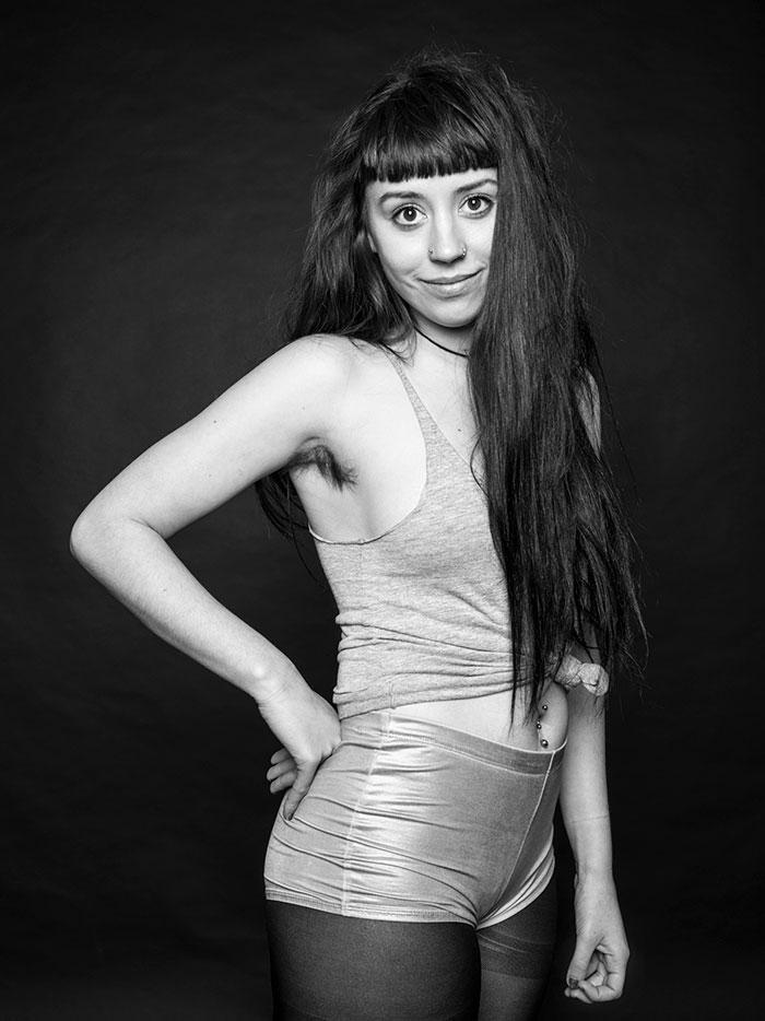 """Esta colección de fotos sobre """"belleza natural"""" desafía los restrictivos estándares sobre el vello femenino (30 imágenes)"""