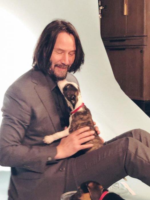 La extraña razón por la que Keanu Reeves nunca toca a alguien cuando le piden una foto